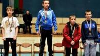 """Едно първо и две трети места заслужиха борците на """"Рилски спортист"""" на републиканските финали за момчета в Бургас. Златен медал в кат. 32 кг спечели голямата надежда на клуба ни […]"""