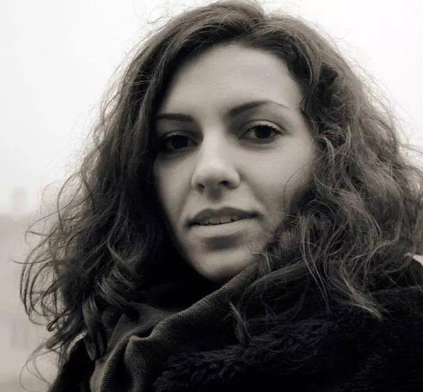 """Най-младата учителка в Самоков през тази година е едва 22-годишната Йорданка Георгиева. Чаровната девойка, която е родена на 28 декември 1992 г., преподава английски език на учениците от СОУ """"Отец […]"""