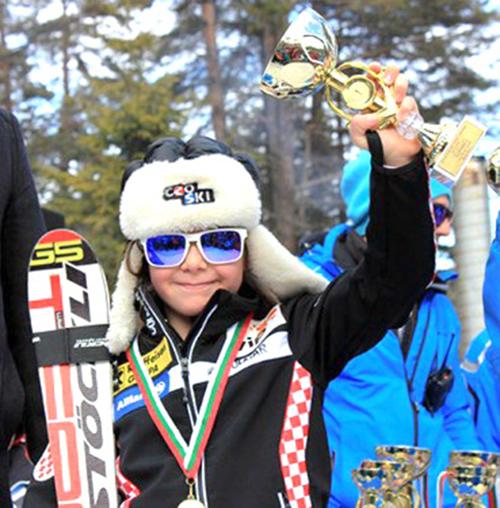 """Състезателката на клуб """"Боровец"""" Бояна Радева се доказа за пореден път като една от най-обещаващите родни скиорки. Внучката на двукратния ни олимпийски шампион в борбата Боян Радев завоюва пореден златен […]"""