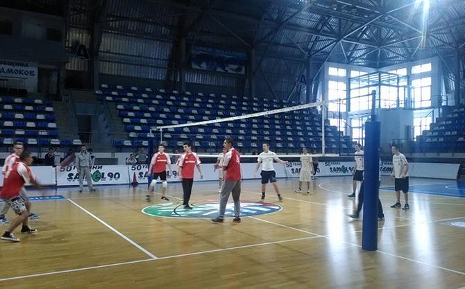 Отбори от четири самоковски училища станаха първенци в отделните възрастови групи на Ученическите игри по волейбол. При най-малките – учениците между 5 и 7 клас, първото място заслужиха момичетата от […]