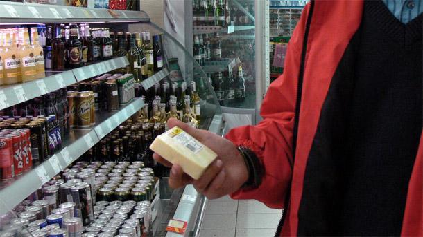 Повече от 600 кг храни и над 700 литра напитки с изтекъл срок на годност са открити при съвместна проверка в Самоков и Боровец на Районното управление на полицията, Областната […]