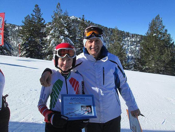 """Състезателката на клуб """"Боровец"""" Никол Николова завърши на шесто място в слалома на републиканския шампионат по ски на писта """"Томба"""" в Банско. Така 16-годишната алпийка подобри с една позиция класирането […]"""