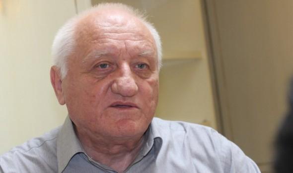 """Петко Симеонов е от водещите лица на СДС през 1989-1991 г. Заместник-председател на синята коалиция, директор на в. """"Демокрация"""", председател на Федерацията на клубовете за демокрация. Ръководител е на предизборната […]"""