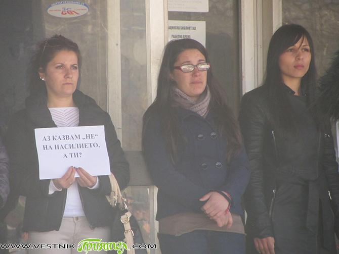 """Мирен протест под надслов """"Не на насилието! Да подкрепим Биляна Иванова!"""" се състоя в неделното утро на 22 март. Около 300 самоковци откликнаха на инициативата на група млади жени, организирали […]"""