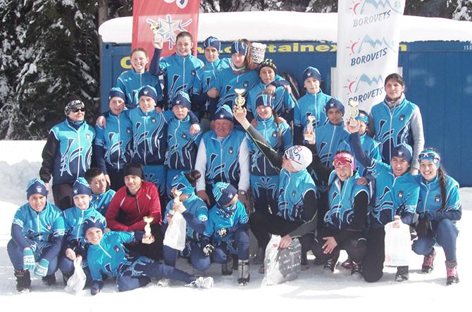 """С 3 златни, 7 сребърни и 9 бронзови медала се окичиха състезателите на клуб """"Рилски скиор"""" и възпитаниците на СУ """"Никола Велчев"""" на държавните финали по ски бягане на писта […]"""