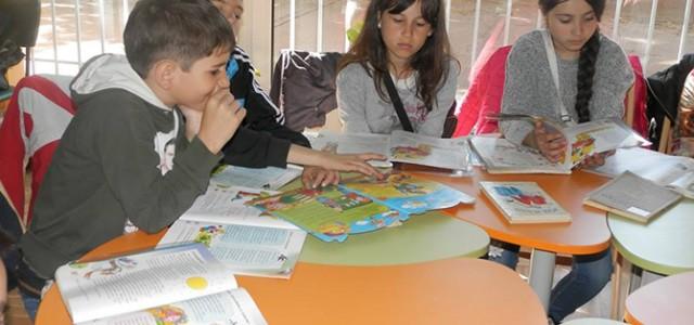 """Второкласници гостуваха на 16 април в Детския отдел на Общинската библиотека """"Паисий Хилендарски"""", за да участват в """"Маратон на четенето"""", който тази година е посветен на 230-годишнината от рождението на […]"""