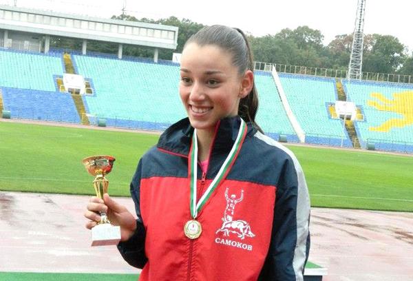 """Състезателката на """"Рилски атлет"""" Каролина Аджова спечели бягането на 100 метра при девойките старша възраст /до 20 г./ на мемориалния турнир """"Цветанка Христова"""", състоял се вчера, 26 април, на националния […]"""