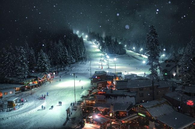 """Дългоочакваният момент настъпи – от днес, 19 декември, курортът Боровец започва поетапно отваряне на ски зоната. Банерът """"Borovets is Open"""" на новия ски сезон ще скъса легендарният български скиор Петър […]"""