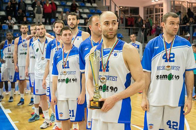 """""""Рилски спортист"""" не успя да вдигне трофея в Балканската лига за втори път, след като в изключително здрав и динамичен сблъсък загуби финалния реванш със 71:80 от """"Сигал""""-Прищина /Косово/ на […]"""