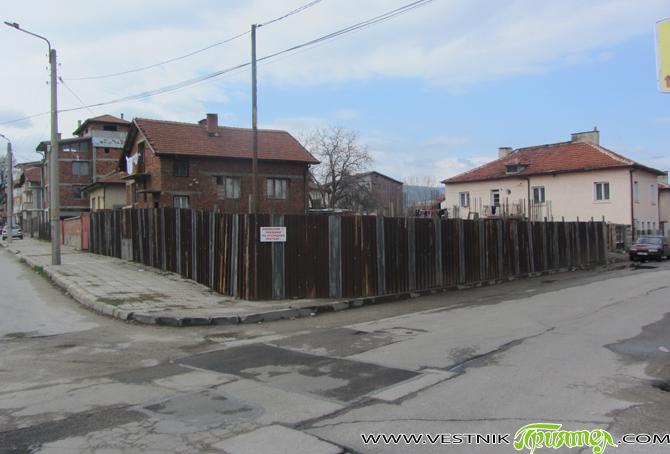 Новият строеж в Първи квартал е на жилищна сграда, а не на ислямски храм, заяви кметът Владимир Георгиев на общинската сесия на 23 април в отговор на питане на съветничката […]