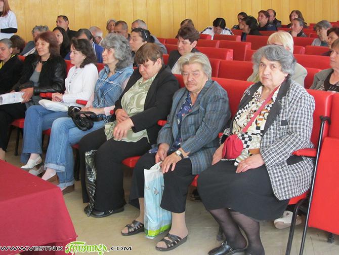 В болницата на 4 май 63 души от Самоков получиха удостоверения за завършено професионално обучение за болногледач, издадени от Колежа за работническо обучение към КНСБ. В продължение на 300 часа […]