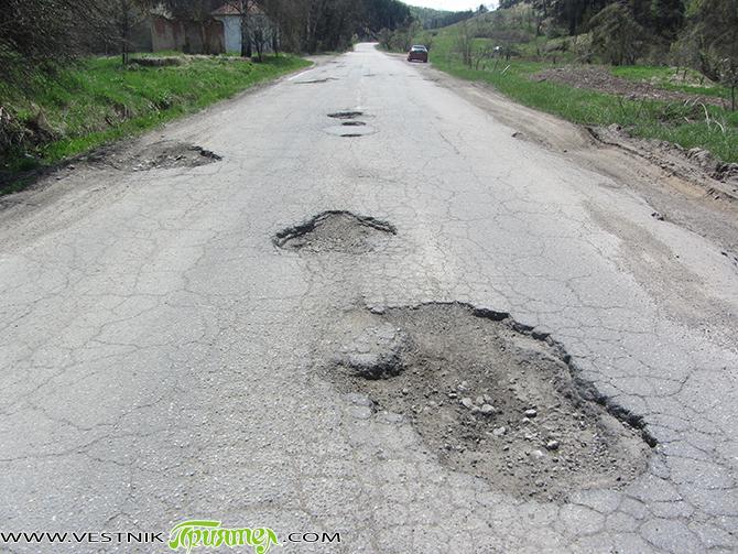 """В края на ноември кметът Владимир Георгиев е получил отговор на своето писмо, изпратено още през август до Агенция """"Пътна инфраструктура"""", посветено на лошото състояние на пътищата към Самоков. От […]"""