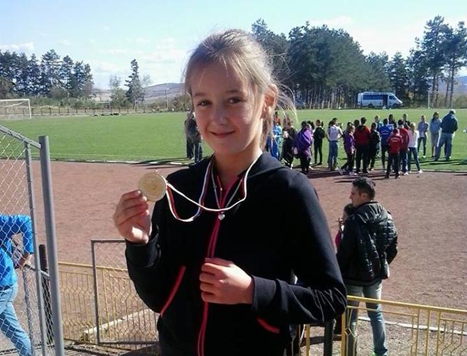 """Второ място в отборното класиране постигнаха състезателите на клуб """"Рилски атлет"""" на 13-ия турнир на писта в Луковит, състоял се на 2 май с участието на повече от 200 състезатели […]"""