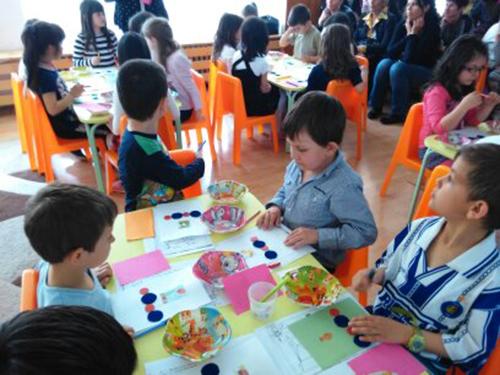 Ученето в предучилищна група може да е забавно, въпреки че в тази възраст вече се набляга на подготовката за първи клас. Много приятни изненади поднесоха възпитаниците на учителките Ляпова и […]