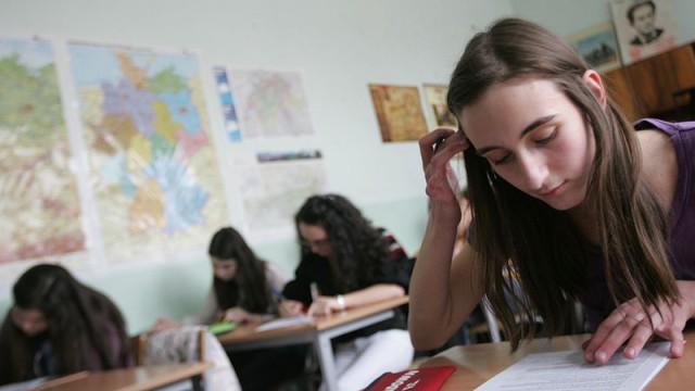 Общият резултат от изпитите по български език и литература и математика на седмокласниците от т. нар. външно оценяване като цяло е по-нисък – както за страната, така и за региона […]