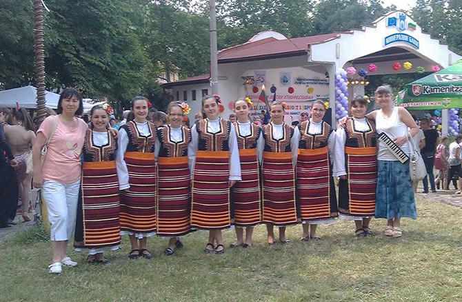 """Детската вокална група """"Медени звънчета"""" с ръководител Даниела Георгиева бе класирана първа на 15-ия етнофестивал """"Децата на Балканите с духовност в Европа"""". Фестивалът се състоя на 31 май и 1 […]"""