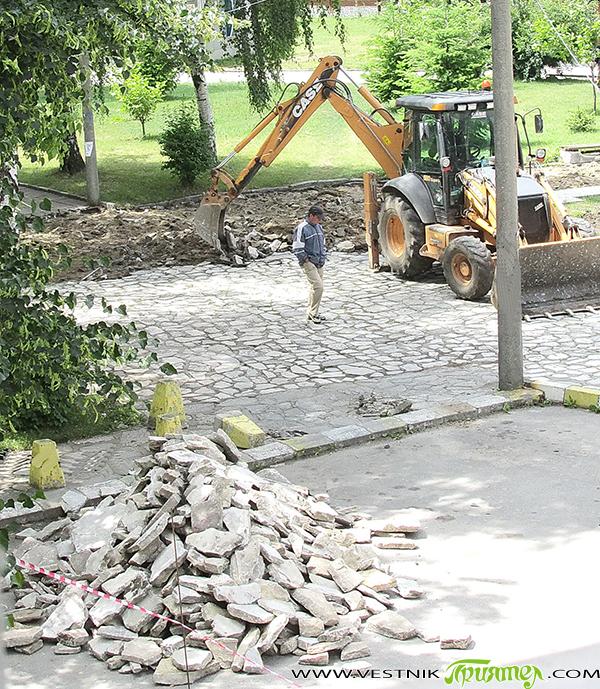 Ремонтът около статуята на козела в централната градска част започна на 25 юни с изваждането изцяло на старите изпочупени и поразместени плочки. Ще бъде подменена настилката от площада до автогарата. […]