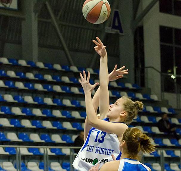Девойките на България продължават с доброто си представяне на европейското първенство /дивизия Б/ в Ирландия. Късно снощи момичетата на Таня Гатева надвиха Слокавия със 73:67 и се устремиха към директен […]