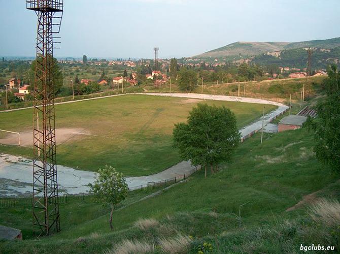 """Раздираният от проблеми с контузени и наказани играчи тим на """"Рилски спортист"""" се държа храбро, но падна с 1:2 в гостуването си на """"Балкан"""" в последния кръг на Югозападната """"В"""" […]"""