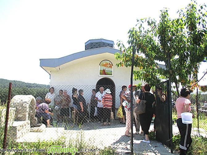 В горещия съботен ден на 18 юли в Алино се състоя за седма поредна година курбан в чест на св. пророк Илия. Хората се събраха на поляната пред едноименния параклис, […]