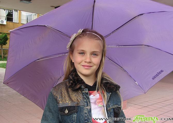 Тези пророчески думи изговаря през октомври миналата година 8-годишната самоковка Виктория Шукейн, когато се качва на самолета от руската столица за София. Желанието на чаровното момиче наистина се сбъдва и […]