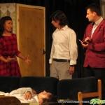 """Млади театрали взривиха от смях читалището с """"Далавера за леваци"""""""