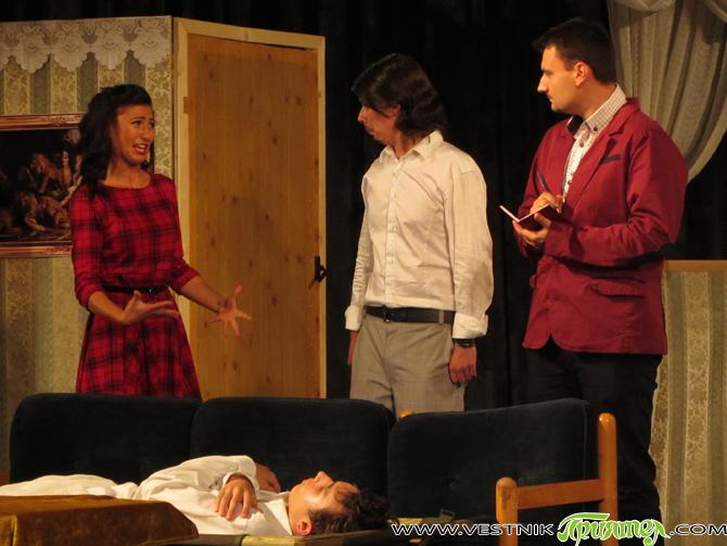 """Приятна изненада имаше за самоковската културна общественост на 23 и 24 юли. Младежката театрална студия към читалище-паметник """"Отец Паисий"""" представи комедията """"Далавера за леваци"""" от английския писател Майкъл Куни. Постановката […]"""