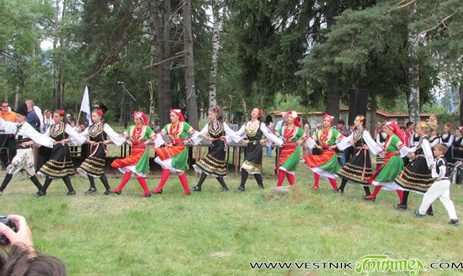 Фолклорен концерт огласи поляните около Бельова черква на 16 август. Изявата бе част от програмата за тържествата по случай празника на Самоков. Този път, за разлика от друга година, се […]