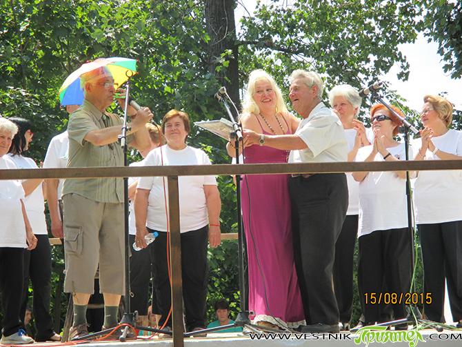 """В Туристическата градина на връх Богородичния празник – 15 август, се състоя 13-ият национален фестивал на туристическата песен под надслов """"Самоков – Бялата порта на Рила"""". Участваха общо 12 хора […]"""
