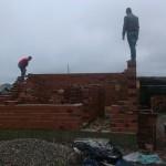 Събарят незаконна постройка