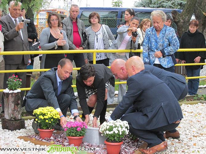 """Необичайно събитие развълнува на 26 септември работещите в Дома за стари хора """"Сем. д-р Калинкови"""", обитателите му и местната общественост – полагането тук на урна с праха на благодетеля на […]"""