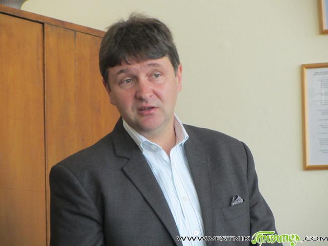 В Самоков досегашният кмет Владимир Георгиев от БСП спечели втори мандат още на първия тук. При преброени 86,7 % от бюлетините към 7,30 ч. тази сутрин Георгиев получава доверието на […]