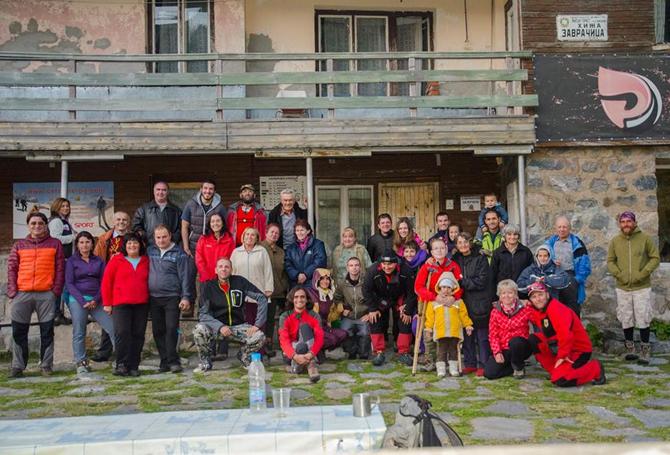 """Слънчевата събота на 3 октомври като по поръчка ни събра – планинари, гости, млади и стари туристи от четири поколения на емблематичната за Рила хижа – """"Заврачица"""" , за да […]"""