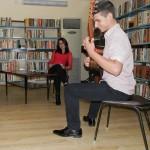 Млад дует изнесе спектакъл в библиотеката