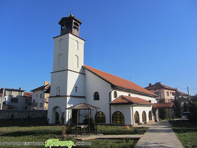 """През тази година се навършват 180 години от освещаването на Долномахаленската църква """"Въведение Богородично"""". Черквата е построена вероятно на мястото на малък храм от 16 в., когато градът ни става […]"""