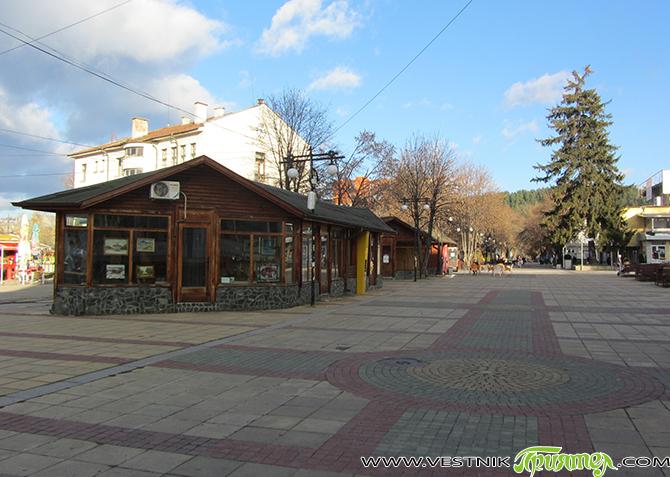 """Пет дървени къщички в Ларгото /пешеходната зона в центъра, по ул. """"Македония""""/ бяха отдадени под наем от Общината на 6 ноември за срок от 5 години. Стана ясно, че процедурата […]"""