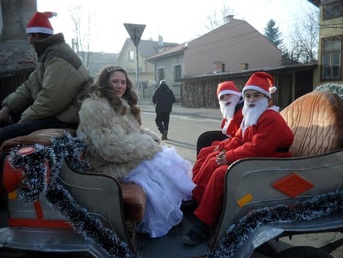 Двама от незаменимите помощници на Дядо Коледа – джуджетата Добродушко и Веселушко, заедно със Снежанка, приеха на 14 декември от малчуганите от началните и основните училища в града ни техните […]