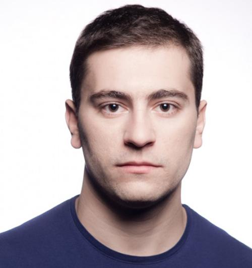 """Младият актьор Александър Хаджиангелов е номиниран за престижната награда """"Икар"""" на Съюза на артистите в България. Номинацията е за главна мъжка роля в спектакъла """"Пилето"""" /по едноименния роман/ на Младежкия […]"""