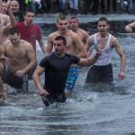 Именякът Йордан Кудев извади кръста от ледените води на Искъра /ВИДЕО/