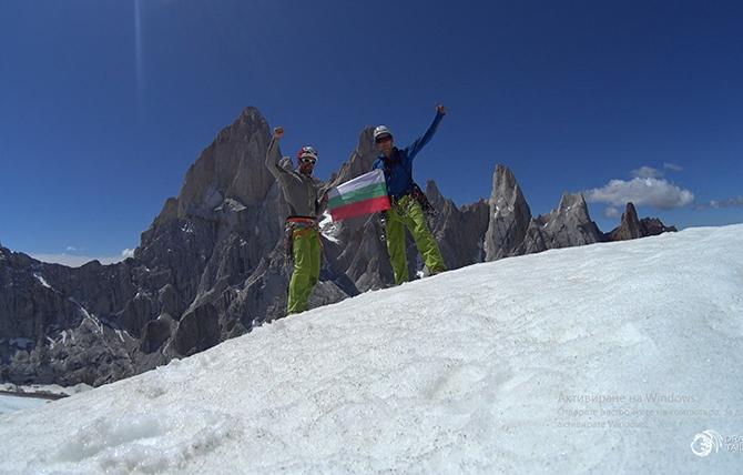 Самоковският алпинист Виктор Варошкин и неговият колега Мартин Маровски стъпиха и на връх Ел Мочо /на снимката/ в Патагонските Анди /Южна Америка/, на границата между Чили и Аржентина. Дуото прокара […]