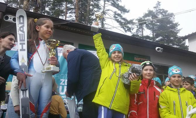 """Един златен, три сребърни и един бронзов медал завоюваха скиорите от клубовете """"Боровец"""" и """"Чамкория"""" на традиционното международно състезание за купата на екохотел """"Здравец"""" край Пловдив. Категорично бе превъзходството на […]"""