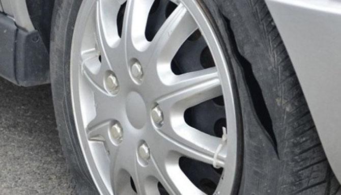 В събота, на 27 август, сутринта в РУП-Самоков постъпили много сигнали за срязани гуми на автомобили на различни места в горната част на града. Полицейските служители установили на място, че […]