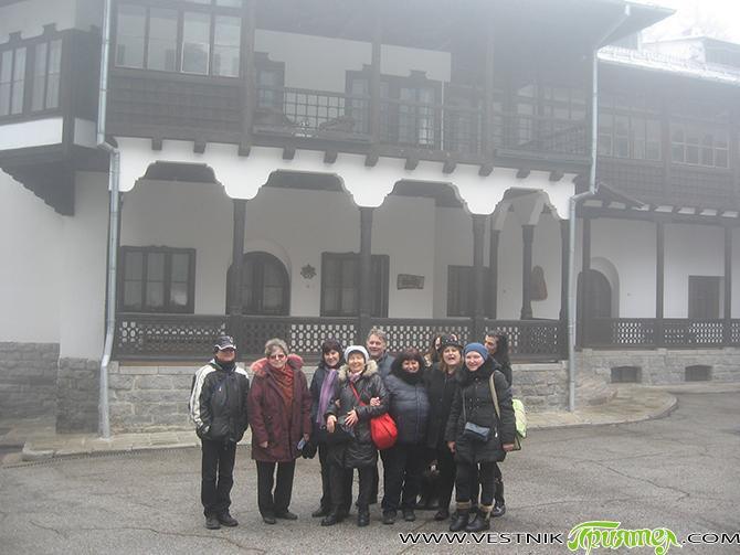 Най-хубавият ден е днешният, казва Майка Тереза. 28 февруари се оказа един такъв ден, когато ние, самоковските домакини, посрещнахме група от София, водена от Надя Касабова, председател на пенсионерски клуб […]