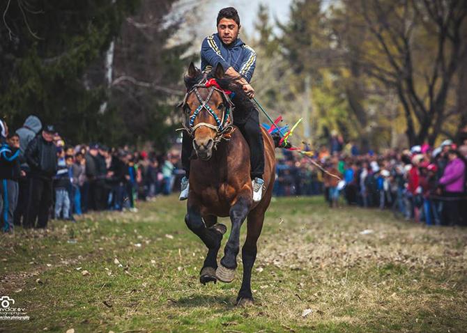 Въпреки неприятното време стотици жители и гости на града ни наблюдаваха на Тодоровден, 19 март, традиционното надбягване с коне, организирано от Общината със съдействието на местните конни бази, в района […]