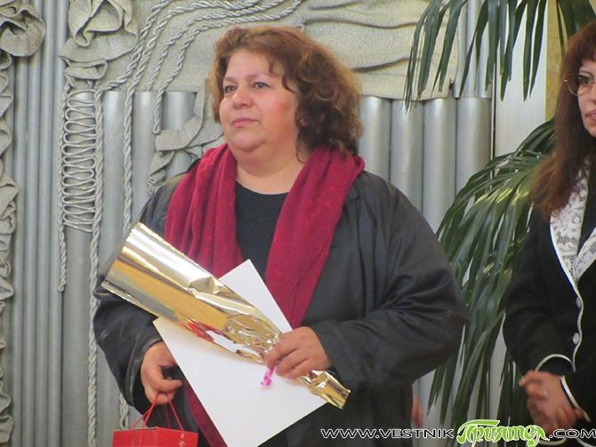 """Петгодишният юбилей на клуб """"Арт палитра"""" към Младежкия дом бе честван в дома на самия 8 март. Този път традиционните събеседници по желание бяха двама – художничката Маргарита Кьосева и […]"""