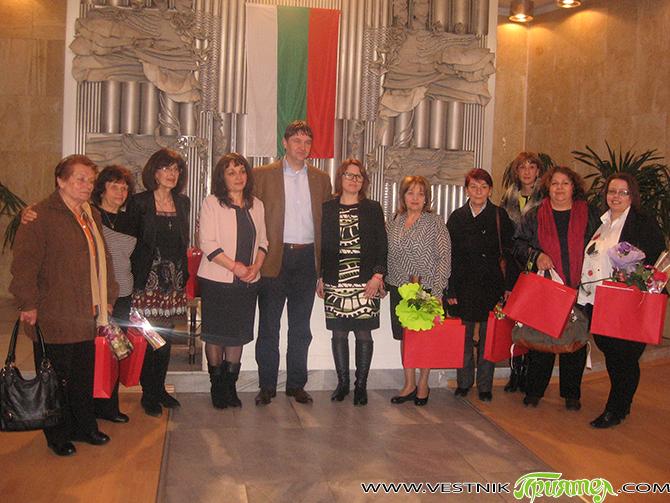 Международният ден на жената и 145-годишнината на организираното женско движение в Самоков бяха тържествено чествани на самия 8 март в Ритуалната зала. Грамоти, подаръци и цветя получиха за активна и […]