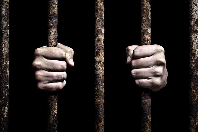 37-годишен новозагорец бе наказан със 7 денонощия арест за хулигански действия в Самоков. Решението е на Районния съд. В нетрезво състояние Т. Г. влязъл в хотел в града и настоявал […]