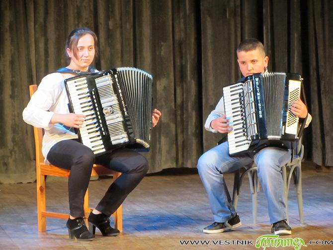 """Студенти от класа по акордеон на доц. д-р Добромир Митев от Националната музикална академия """"Проф. Панчо Владигеров"""" понесоха самоковската публика на музикални вълни чрез своите клавишно-мехови инструменти на 25 април […]"""