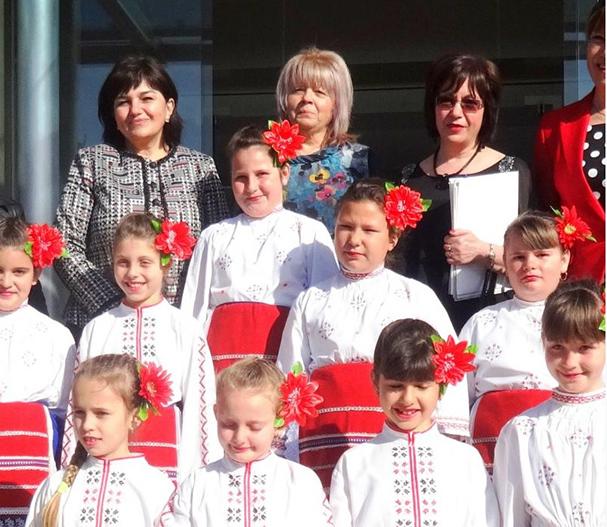 """Народните представители Галя Захариева и Ирена Коцева откриха Втората регионална конференция на началните учители """"Училището – място за деца"""", организирана от Регионалния инспекторат по образованието в Пловдив. Форумът е заключителен […]"""