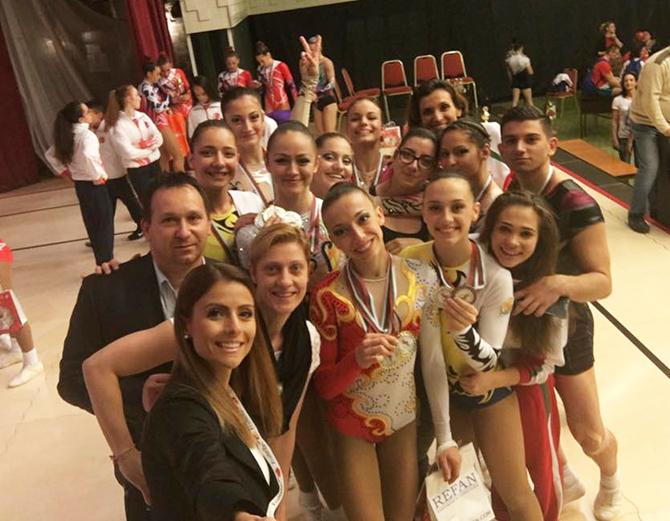 Изключително силно се представиха самоковските грации на международния турнир по аеробика, състоял се през почивните дни в Боровец. Нашите представители завоюваха 9 медала – 3 златни, 4 сребърни и 2 […]